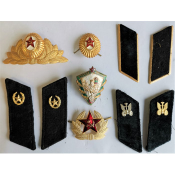 LOT (2) DE 10 INSIGNES ARMEE ET MARINE SOVIETIQUE